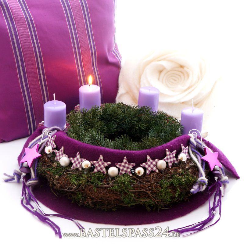 adventskranz aus rebe und moos sehr kreativ dekoriert mit wollband und karosterne in lil. Black Bedroom Furniture Sets. Home Design Ideas