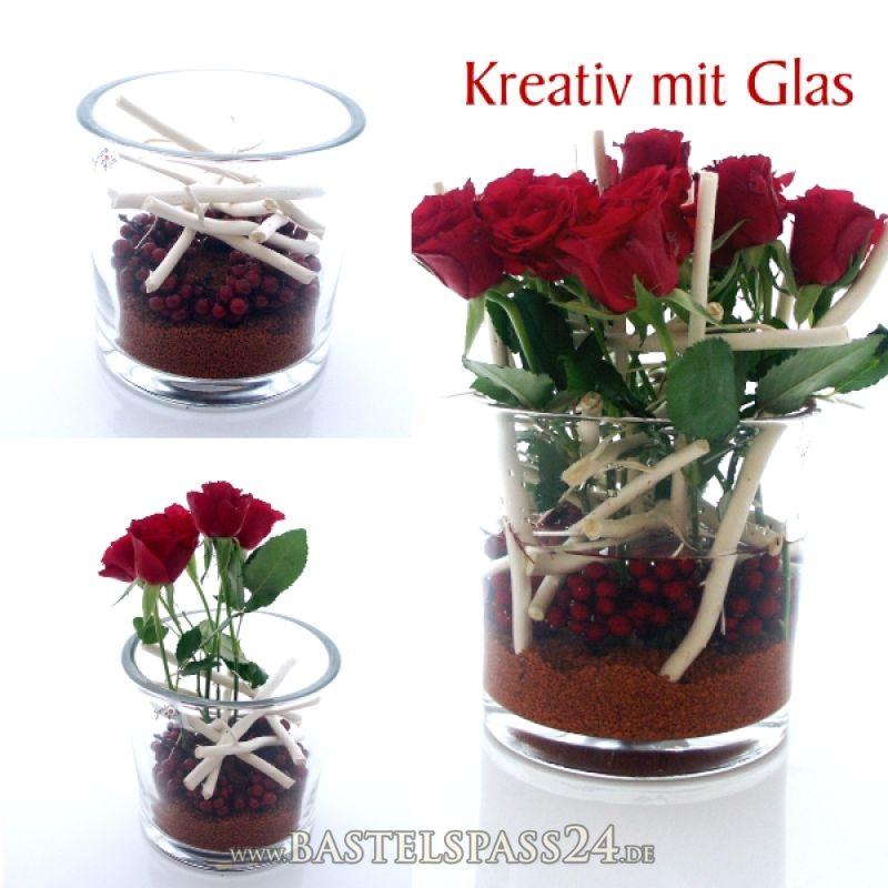 gro e glasvase f r die tischdekoration mit rosen dekosand beeren und zweige d. Black Bedroom Furniture Sets. Home Design Ideas