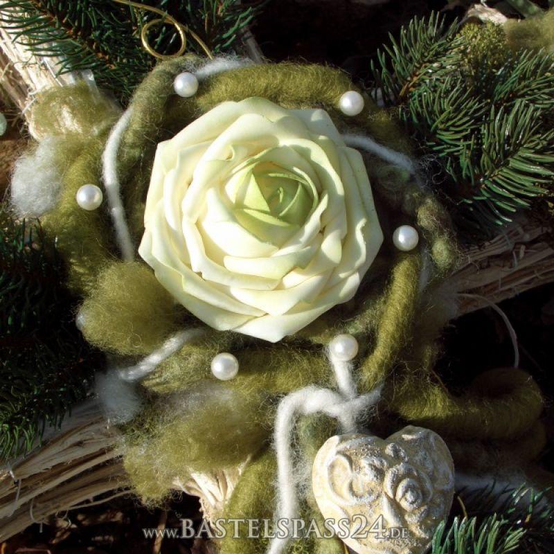 pflanzkreuz aus rebe moderners grabgesteck selber machen floristik. Black Bedroom Furniture Sets. Home Design Ideas