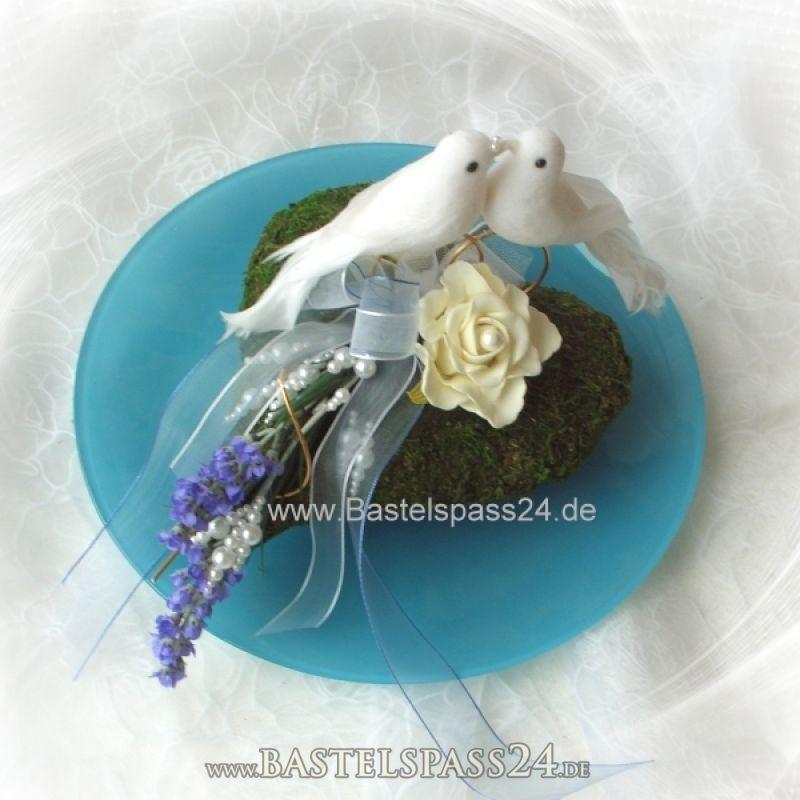 ... auf Moosherzen - Eine Tischdekoration in blau weiß für die Hochzeits