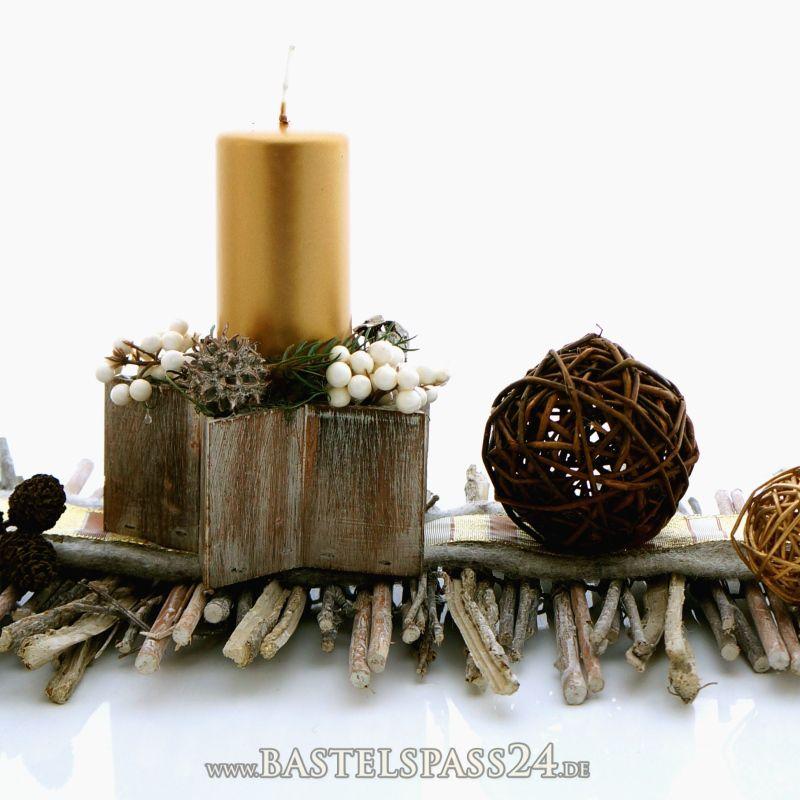 tischdekoration weihnachten selber machen im naturlook mit adventsgesteck auf rebenmatte. Black Bedroom Furniture Sets. Home Design Ideas