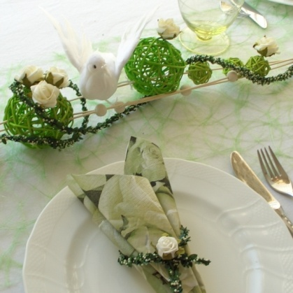 Tischdekoration In Weiss Grun Fur Hochzeit Gunst