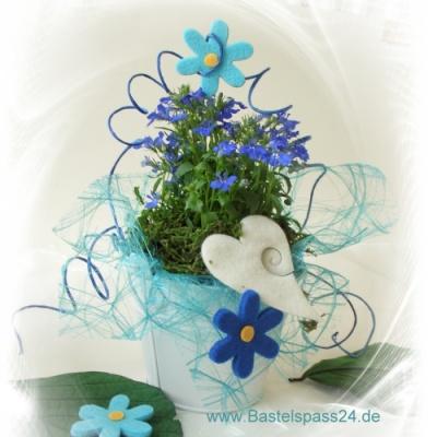 Bluhende Tischdekoration In Blau Turkis Weiss Zum Ein