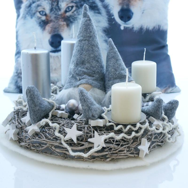 adventskranz mit kerzenhalter metallring mit zweigen aus. Black Bedroom Furniture Sets. Home Design Ideas