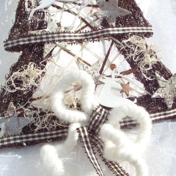 t rschmuck f r weihnachten tannenbaum aus rebe mit holzhirs. Black Bedroom Furniture Sets. Home Design Ideas
