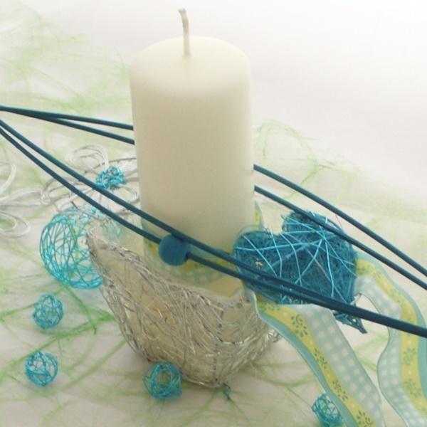 Tischdekoration mit draht k rbchen f r kerzenhalter blumeng - Blumengestecke selber machen ...