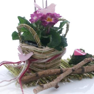 Tischdeko Natur Mit Rebenmatte Rebenkorbchen Moosherzen Und Dek