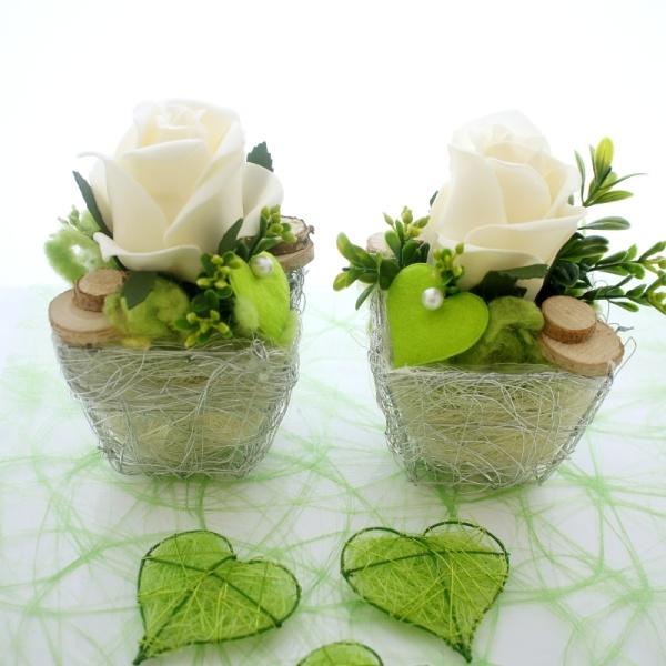 tischgestecke tischdeko f r hochzeit zum selber machen mit rosen. Black Bedroom Furniture Sets. Home Design Ideas