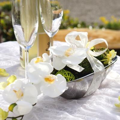 tischdeko f r hochzeit mit orchideen in silberne keramikschale sehr edel zum selber. Black Bedroom Furniture Sets. Home Design Ideas