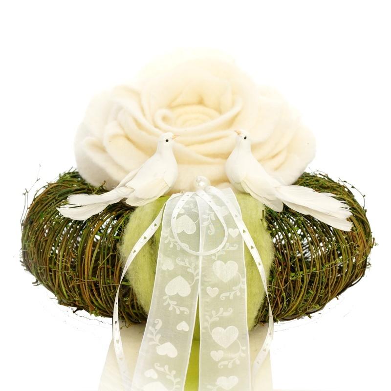Hochzeitsdeko mit Rosen, ausgefallener Kirchenschmuck ...