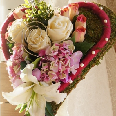 Hochzeit Kirchenschmuck Moosherz Auf Stander Floristisch Mit Ros