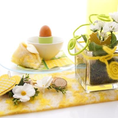 Tischdeko Fur Ostern Mit Wollband Happy In Den Beliebten Fru