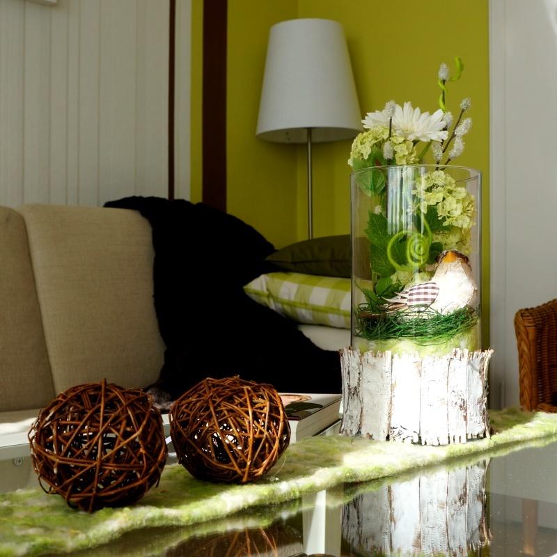 fr hlingsdeko mit gro en glasvasen ganz nat rlich in g. Black Bedroom Furniture Sets. Home Design Ideas