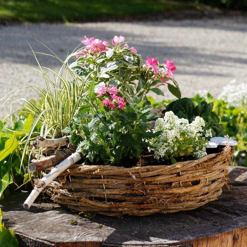 pflanzring aus weide natur f r garten und grabschmuck mit sommerb. Black Bedroom Furniture Sets. Home Design Ideas
