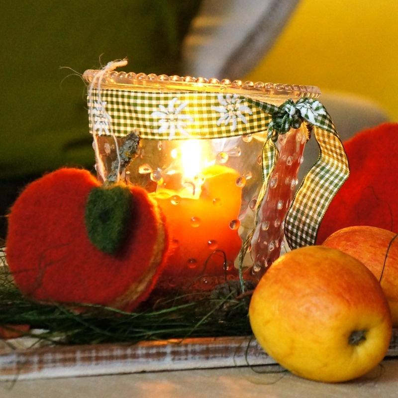 tischdeko herbst selber basteln pfiffig mit filz pfel und naturd. Black Bedroom Furniture Sets. Home Design Ideas