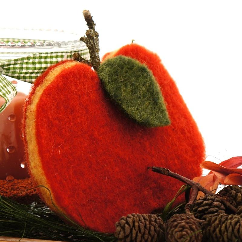 Tischdeko Herbst selber basteln! Pfiffig mit Filzäpfel und