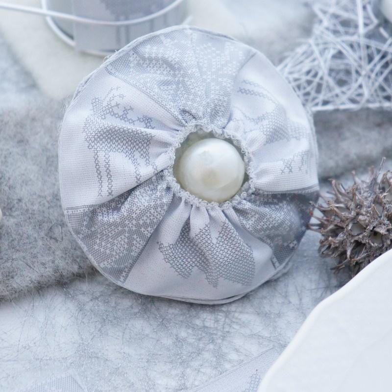 tischdeko weihnachten sylvester selber machen mit weihnachtskugeln au. Black Bedroom Furniture Sets. Home Design Ideas