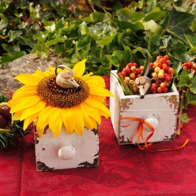 Tischdeko Herbst Mit Sonnenblumen Und Fruchte Beeren In Holz S
