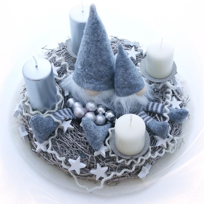 Adventskranz Sehr Modern Mit Wichtel Und Wollkordel In Grau