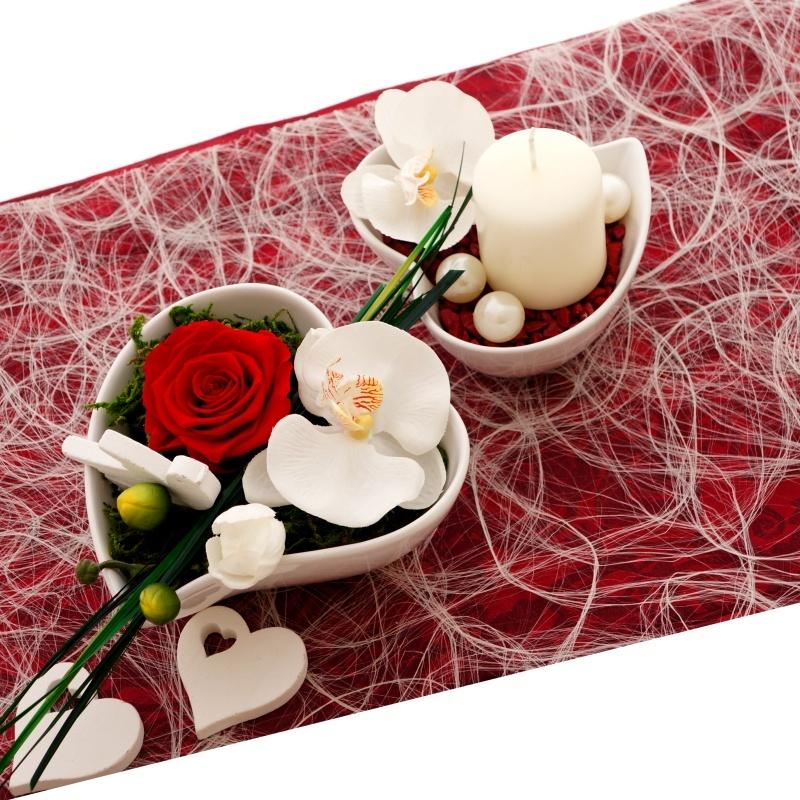 tischdeko hochzeit rot wei klassisch mit rosen pr pariert. Black Bedroom Furniture Sets. Home Design Ideas