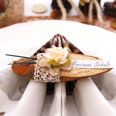 Tischkarten Hochzeit Mit Holzscheiben Sehr Naturlich Und Besonder
