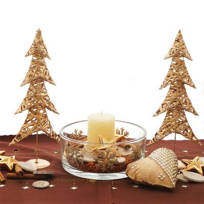 Tischdeko weihnachten gold braun  Tischdeko Weihnachten mit Glas natürlich und modern in gold creme