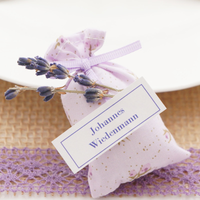 tischdeko runde tische lavendel rosen rosa flieder floristik basteln. Black Bedroom Furniture Sets. Home Design Ideas