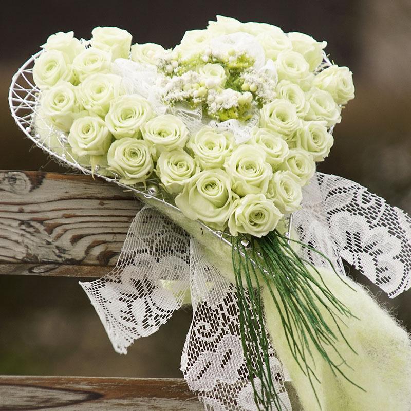 diy brautstrau mit echten pr parierten rosen floristik basteln. Black Bedroom Furniture Sets. Home Design Ideas