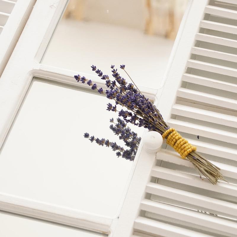 deko fenster mit fensterl den vintage kleinm bel floristik basteln. Black Bedroom Furniture Sets. Home Design Ideas
