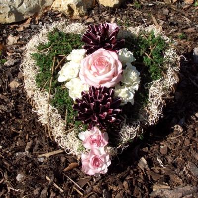 grabschmuck zum basteln gro es weidenpflanzherz mit rosen und. Black Bedroom Furniture Sets. Home Design Ideas