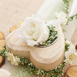 Vintage Tischdeko DIY Ideen mit Holz, Rosen, Jute, Birkenscheiben für Hochzeit, Kommunion, Konfirmation, Geburtstag